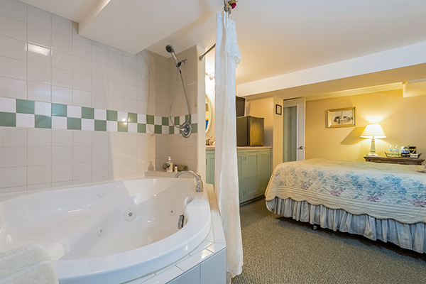 Saugatuck Michigan Romantic Getaway Vacation Bed And Breakfast Inn Near South Haven And Holland Mi